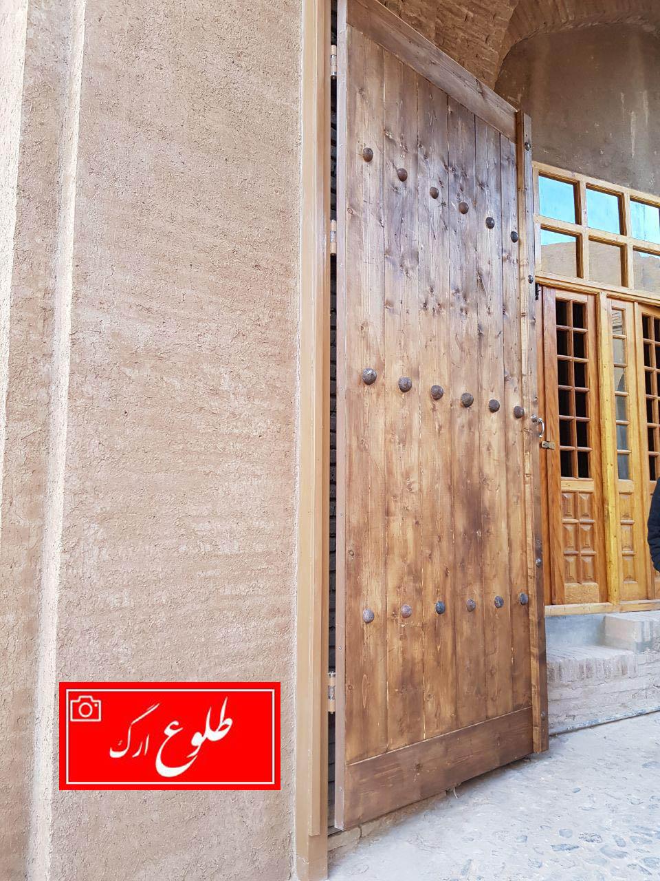 در ساخت درب چوبی دروازه اصلی ارگ از همان درب قبلی الگو گرفتهایم