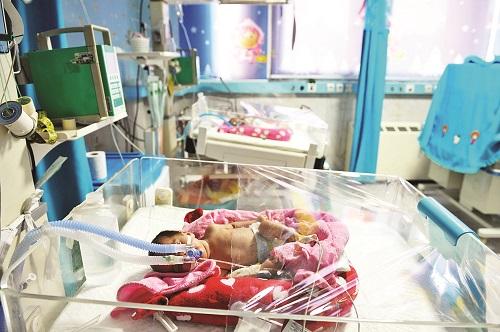 رئیس بیمارستان پاستور بم، از مرگ ۶ نوزاد در این شهر طی یکماه و به دلیل کمبود امکانات خبر داده است