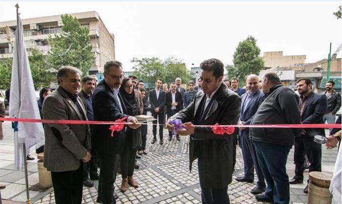 اولین نمایشگاه مرکزی خودروسازان بم و جیلی در تهران افتتاح شد