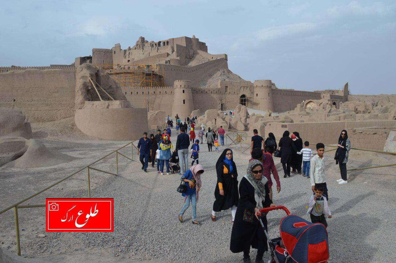 گزارش تصویری از حضور پرشور مسافران نوروزی در ارگ تاریخی بم
