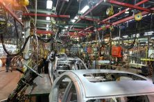 استاندار کرمان خواستار رفع مشکلات کارگری شرکتهای خودروسازی بم شد