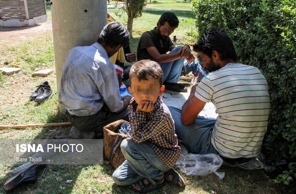 زخم اعتیاد بر میدان تاریخی «مشتاق» کرمان
