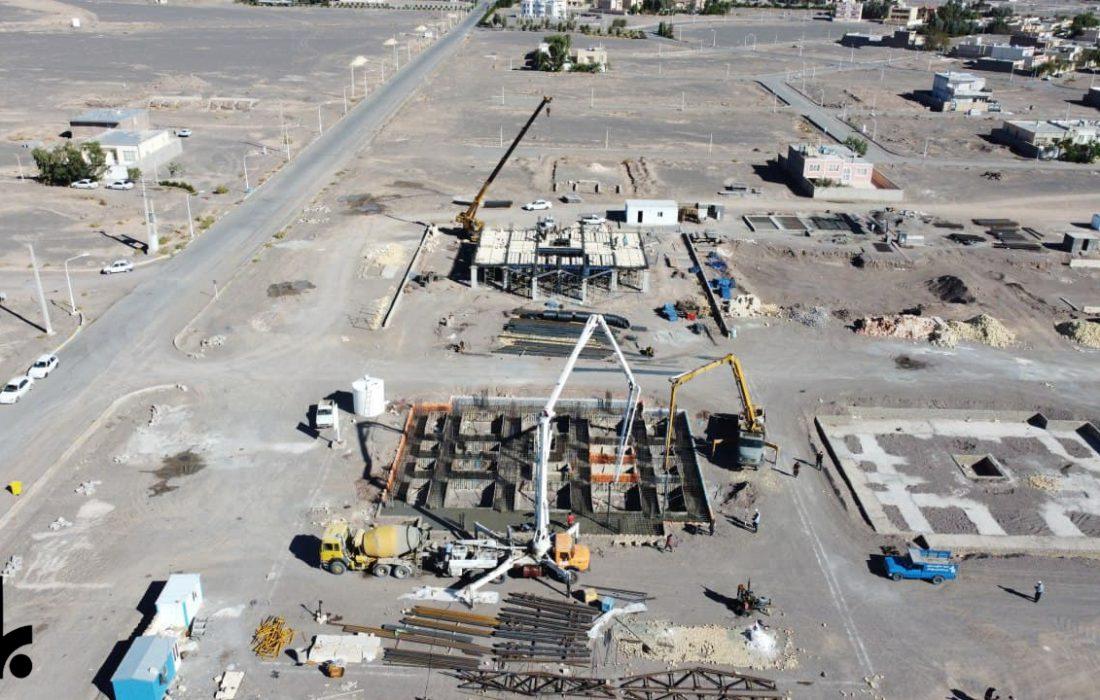 گزارش تصویری از عملیات بتنریزی مجتمع آپاراتمانی پردیس به حجم ۴۰۰ مترمکعب از پروژههای مسکونی انبوه سازان بهار در ارگ جدید
