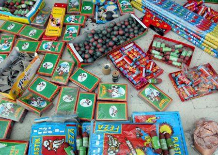 ۱۶ هزار قلم ترقه و ۲۱۰۰ قطعه مرغ قاچاق در کرمان و بم کشف شد